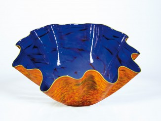 Dale Chihuly, Macchia with Yellow Lip, 1996, 42 x 90 cm (Courtesy Auktionshaus Dr. Fischer)