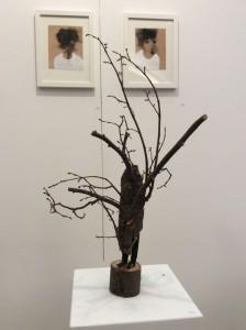 Edvardas Racevicius | Im Hintergrund sieht man die neuen Holzbilder des Greifswalder Künstlers