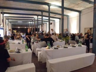 Das Dinner der Spinnerei zum Rundgang für die Galeristen und ihre Gäste. Foto von Artsplash