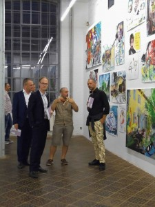 Jean Xavier Renaud, in der Mitte, gehört zu den bekanntesten Künstlern der Gegenwart in Frankreich. Foto von Artsplash